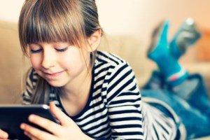 کودک تان را در دنیای مجازی مدیریت کنید