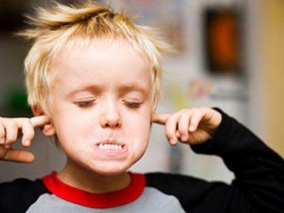 علت لجبازی بچه ها و بهترین واکنش والدین با کودک لجباز