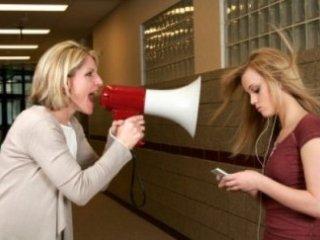 والدين مستبد کودکان خشمگين دارند