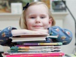 دختر انگليسي كوچكترين نخبه جهان