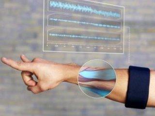 ساعدبند بلوتوثی که با اشاره دست شما دستور می فرستد