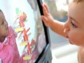 نوزادان علاقه مند به تماشای تلويزيون