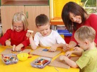 تاثیر و نقش بازی والدين با کودکان در خلاقيت