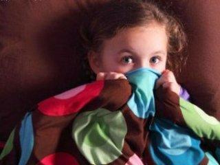 چرا کودکان از تاريکی می ترسند؟