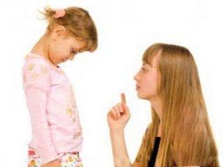 در تربيت دخترتان اينگونه عمل کنيد