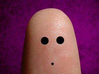 طراحی چهره شخصیت ها روی انگشت دست