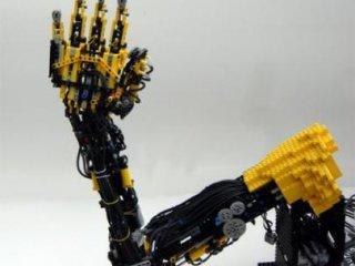 بازوی مصنوعی از جنس لگو