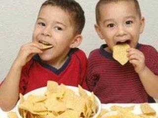 5 نشانه که فرزندتان زياد غذا می خورد
