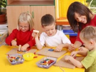 نقش بازی والدين با کودکان در خلاقيت