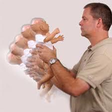 تکان دادن نوزاد بسیار خطرناک است !
