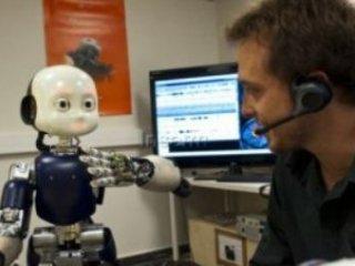 ربات کودکی که با لهجههای دشوار صحبت میکند